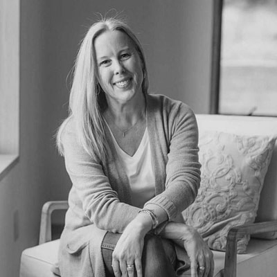 Lisa Qualls – Episode 158 – Bridging the Theory-Practice Gap and Becoming a Connected Parent